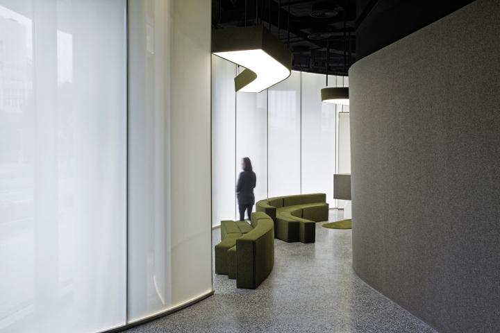 Интерьер выставочного зала в Китае - световое пятно на потолке. Фото 3