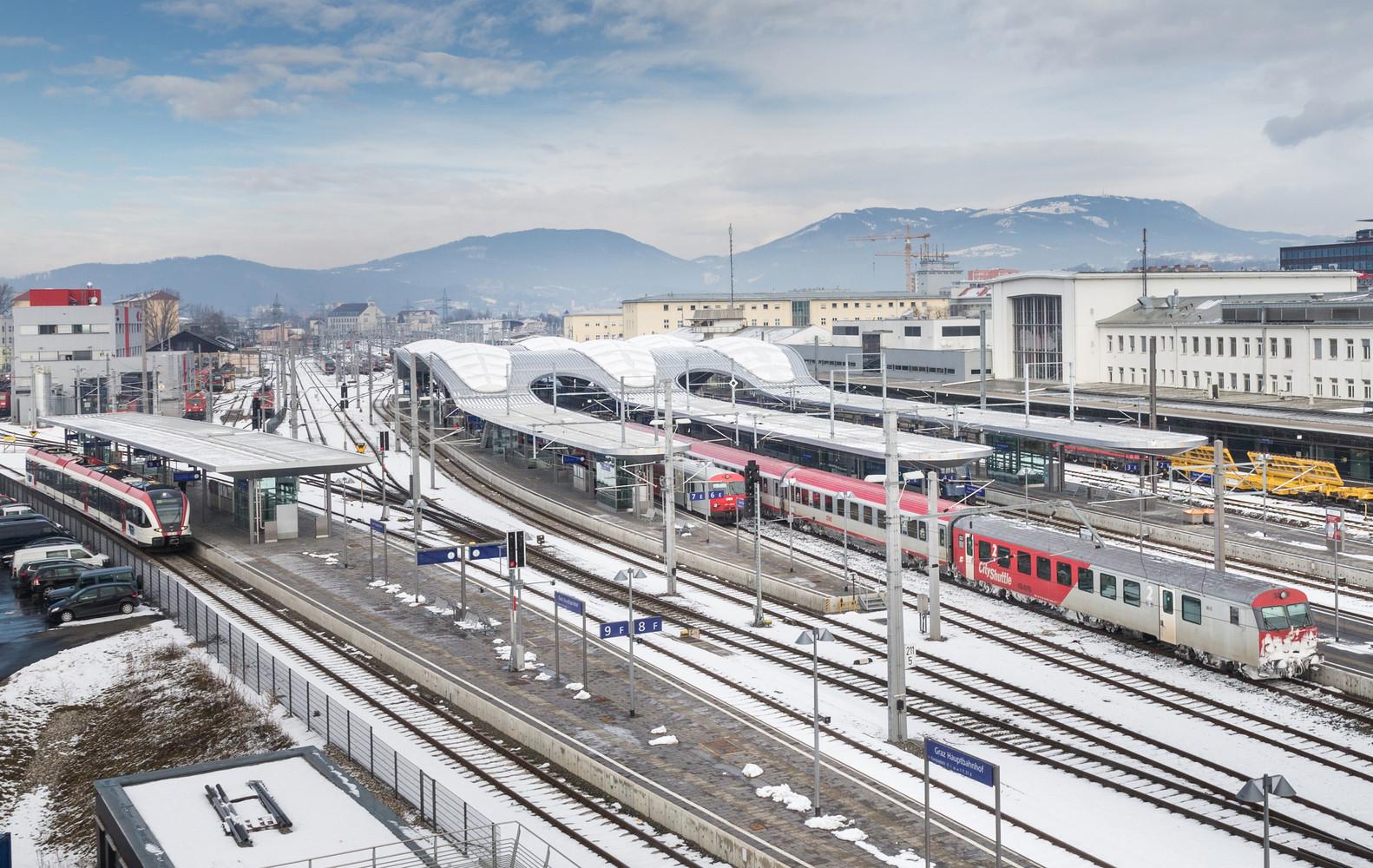 Многочисленные подъездные пути к вокзалу