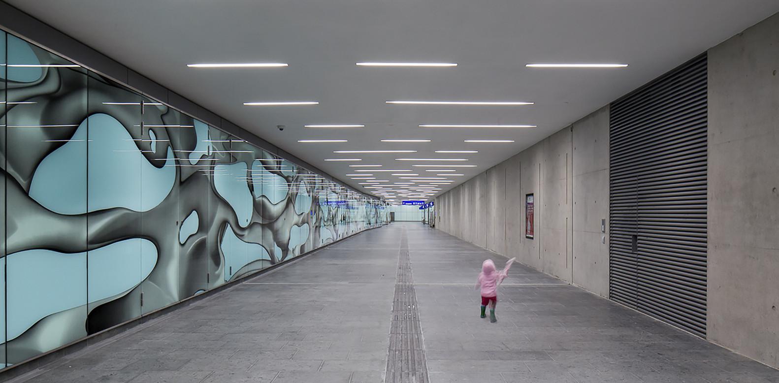 Необычная инсталляция Питера Коглера в интерьере вокзала
