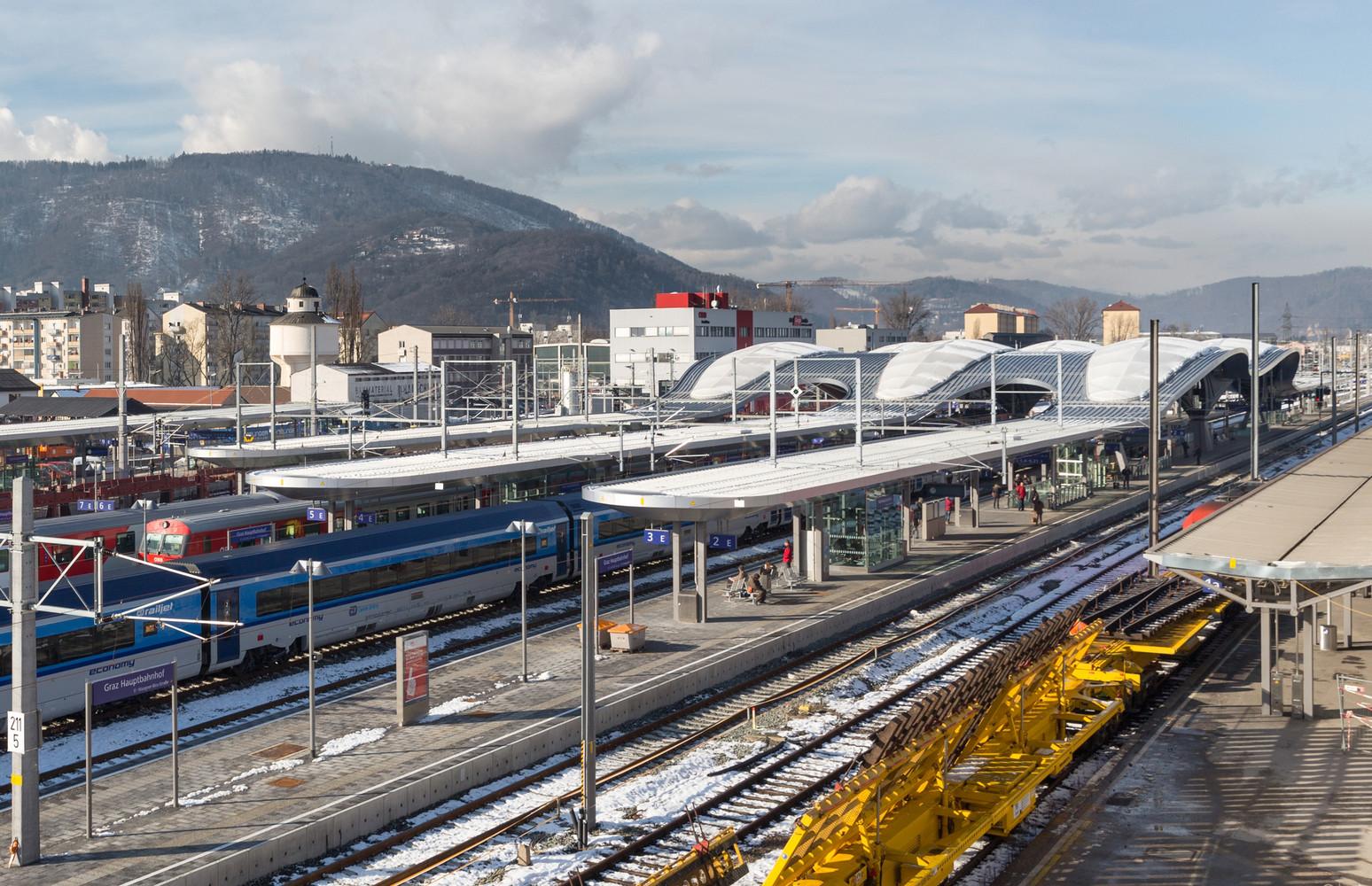 Экстерьер волнообразной крыши вокзала