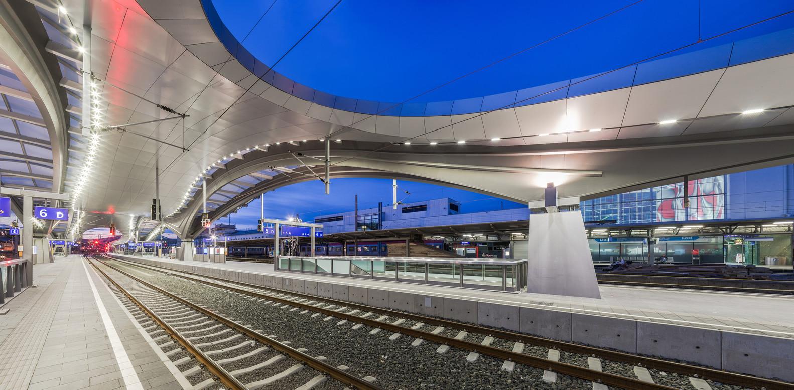 Оригинальный интерьер железнодорожного вокзала вокзала - Фото 3