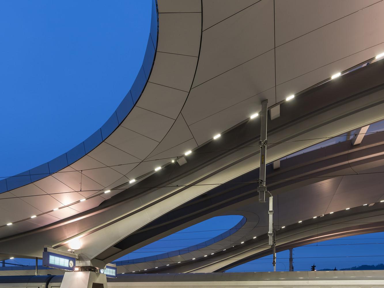 Оригинальный интерьер железнодорожного вокзала вокзала - Фото 15