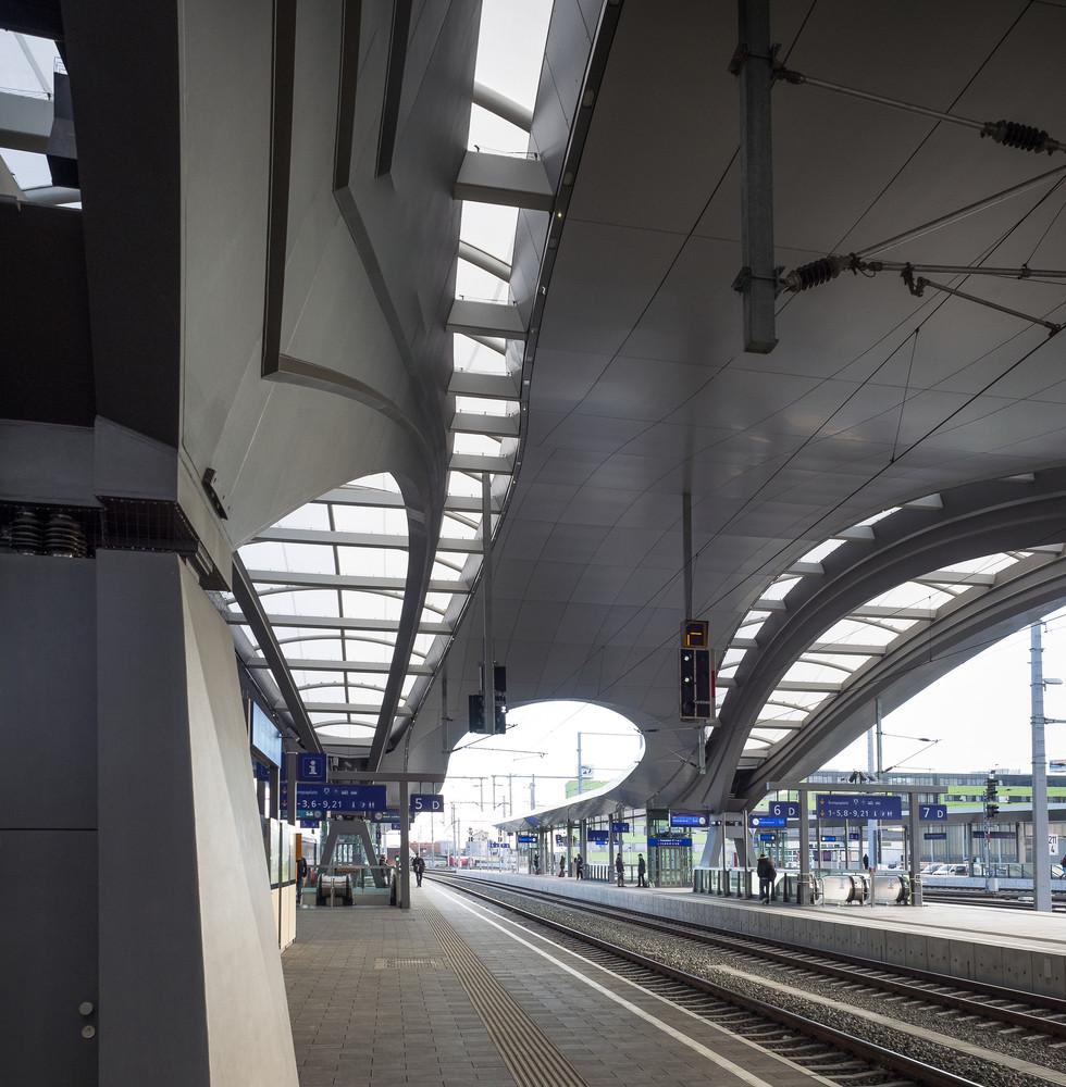 Оригинальный интерьер железнодорожного вокзала вокзала - Фото 16