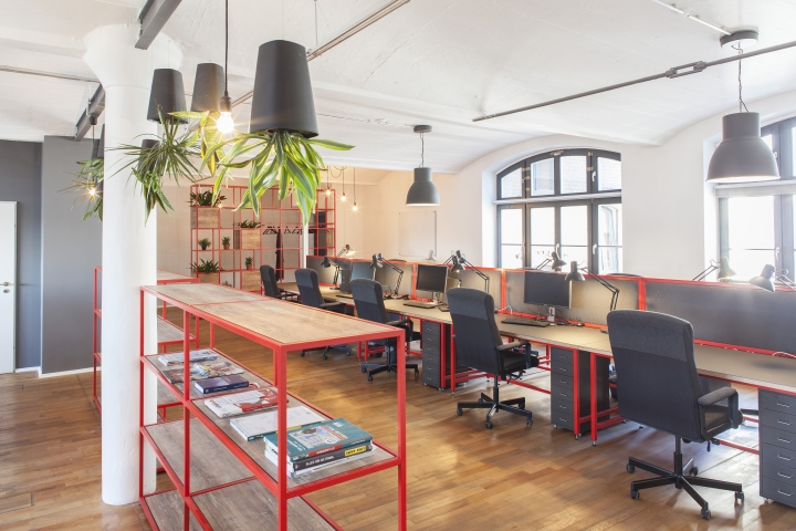 Домашний интерьер офиса - стеллажи из стали