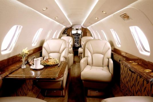 Интерьер салона двухмоторного самолёта Cessna 680 Citation Sovereign