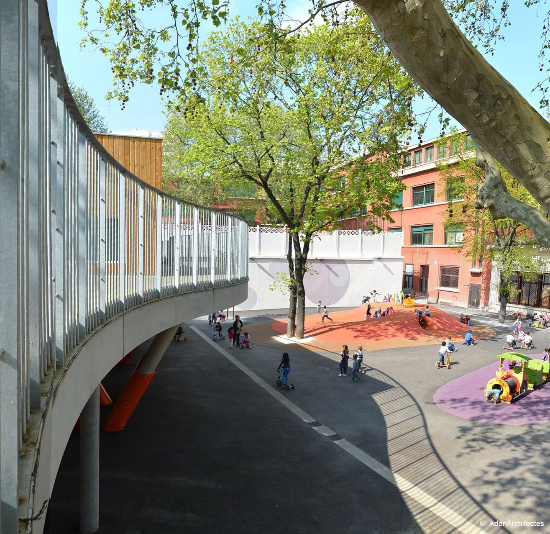 Площадка для игр в школе Ecole Sonia Delaunay