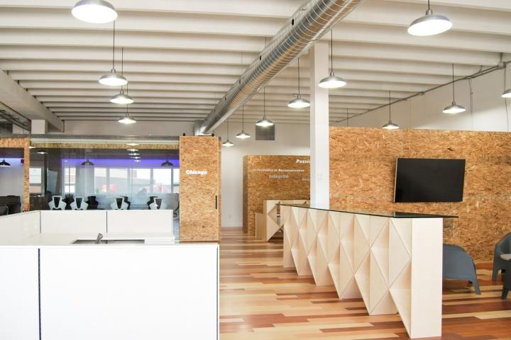 Экологичный интерьер офиса в Монреале - планировка офиса