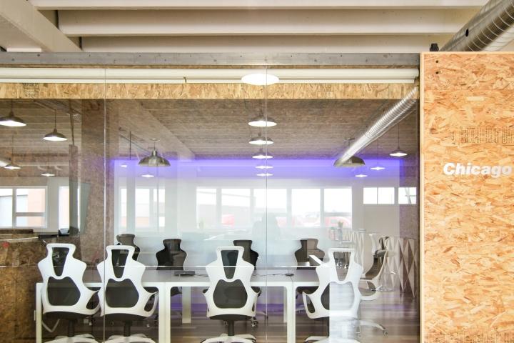 Экологичный интерьер офиса в Монреале - конференц-зал