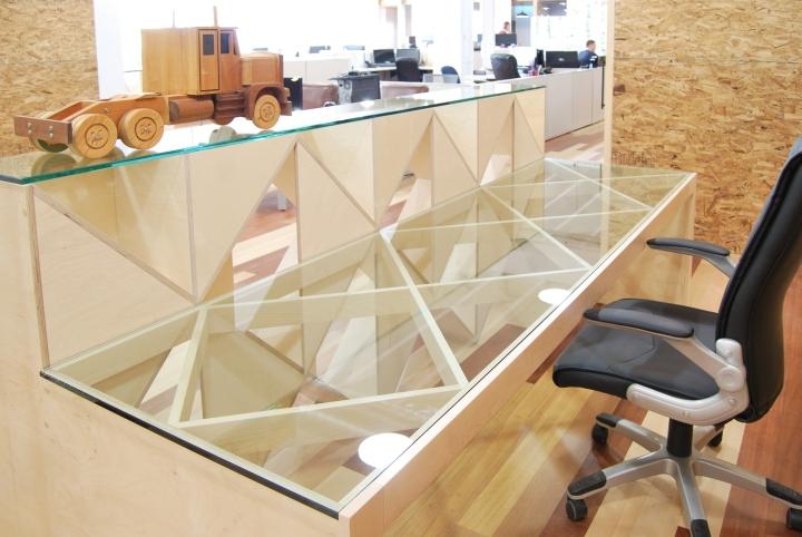 Экологичный интерьер офиса в Монреале - стойка ресепшен