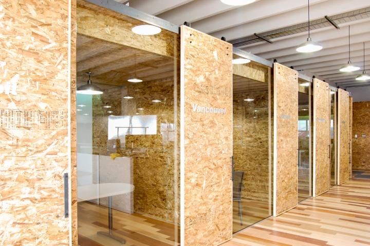 Экологичный интерьер офиса в Монреале - дизайн кабинета
