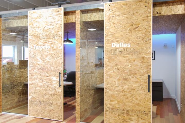 Экологичный интерьер офиса в Монреале - необычная подсветка