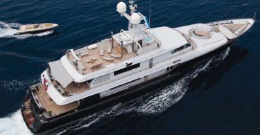 Элегантная океанская яхта Mariu Джорджио Армани