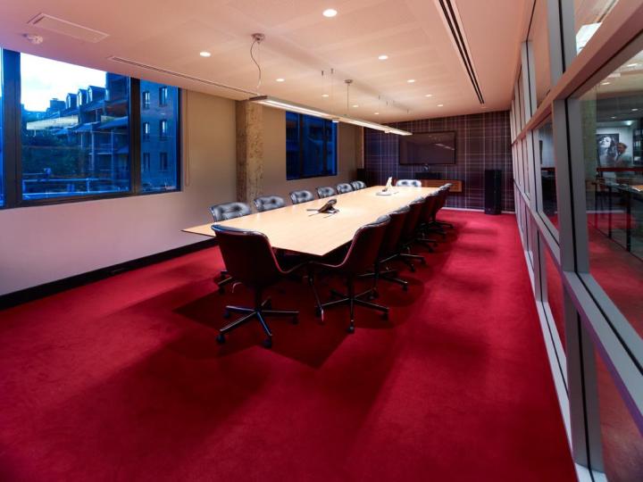 Комната для презентаций корпорации EMI Music
