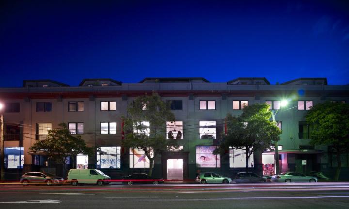 Фасад строения корпорации EMI Music