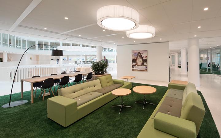 Разграничение пространства в интерьере офиса Eneco
