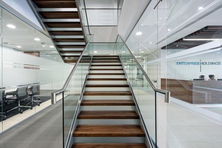 Лестница штаб–квартиры Enterprise Rent-A-Car