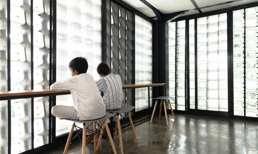 Фасад здания из пластика: места для чтения