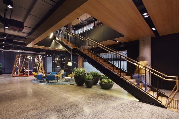 Дизайн интерьера офиса японской компании Fujitsu