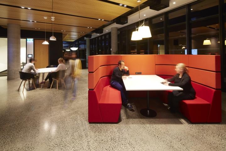 Мебельный гарнитур изготовлен по заказу специально для японской компании Fujitsu