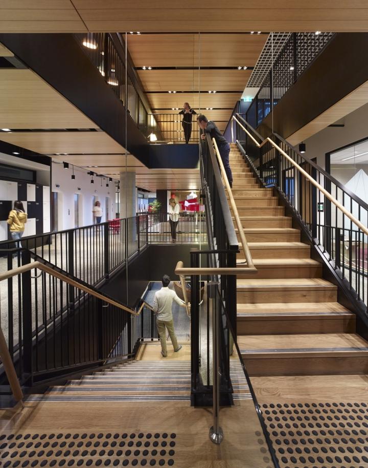 Лестничный проем на 5 уровней японской компании Fujitsu