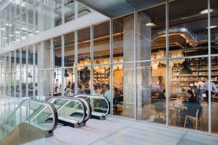 Функциональный дизайн офиса: удобный эскалатор