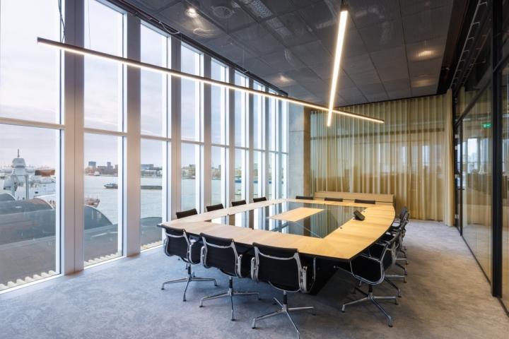 Функциональный дизайн офиса: прекрасный вид из конференц зала