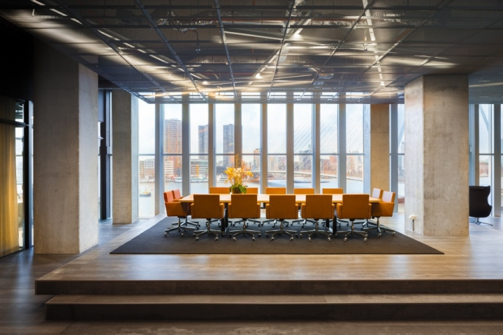 Функциональный дизайн офиса: светлое открытое пространство