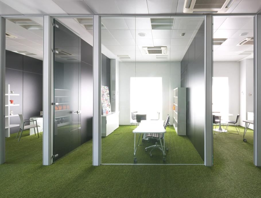Офисный прозрачный кабинет
