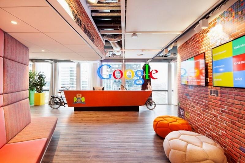 Игровые системы и забавные кресла в офисе Google