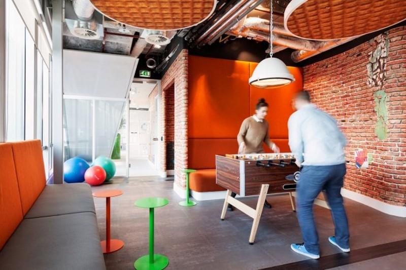 Настольный футбол в офисе Google
