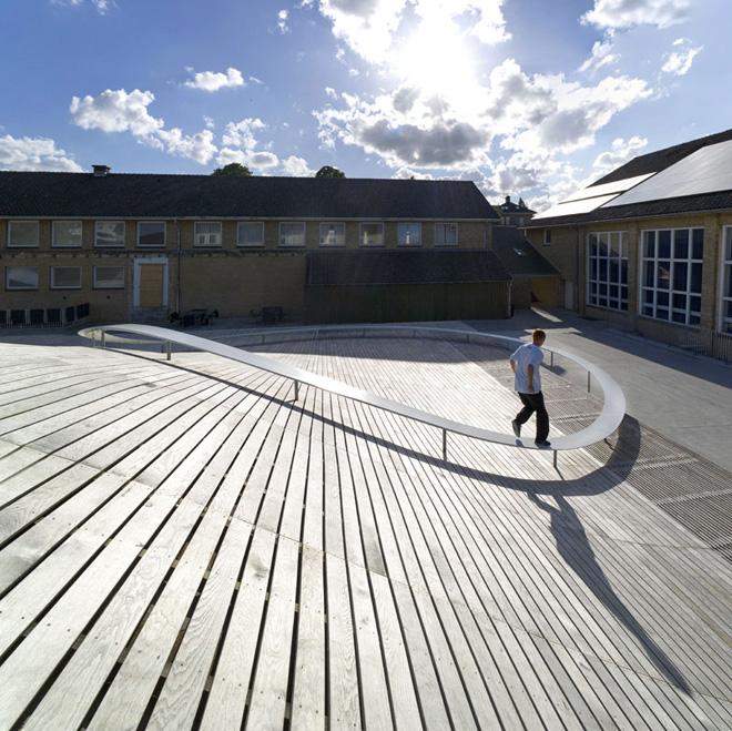 Спортивный зал с крышей в виде слона для гимназии в Дании