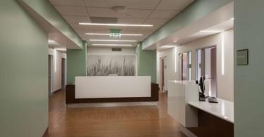 Университетский госпиталь по пересадке костного мозга и амбулаторный центр St. Louis от Fox Architects