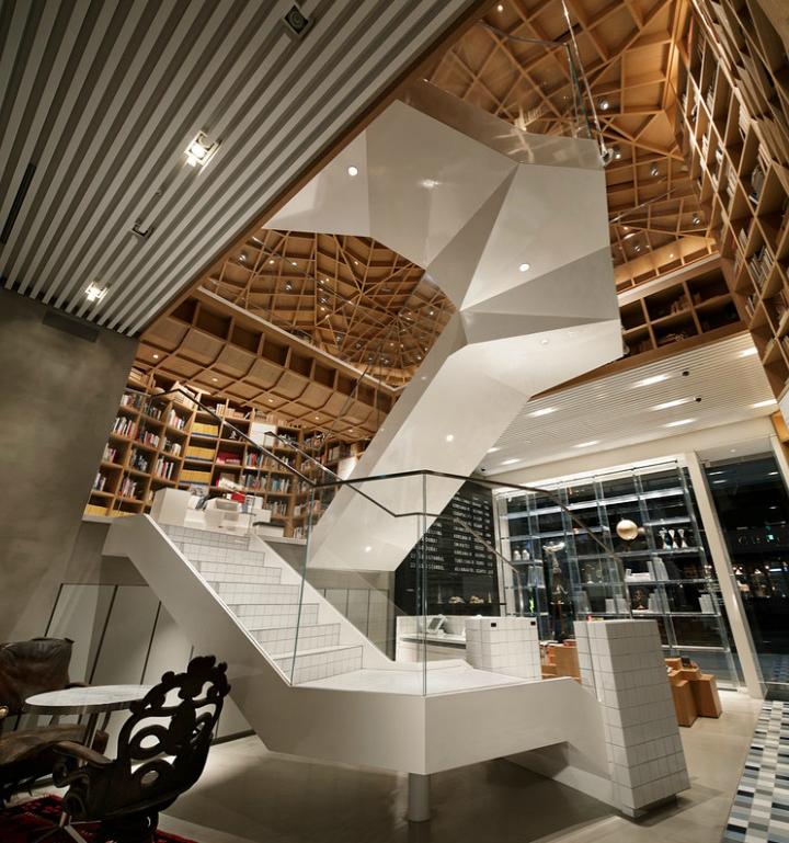 Лестница библиотеки HYUNDAI в Южной Корее