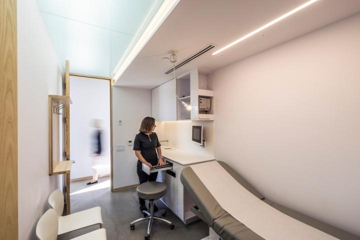 Настраиваемые лампы в интерьере частной клиники