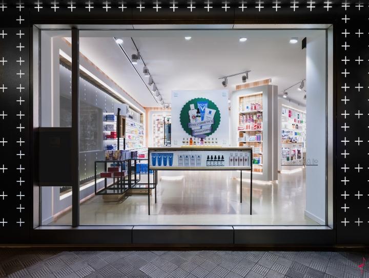 Интерьер аптеки: оформление витрины