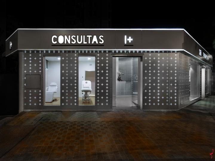 Интерьер аптеки: фасад здания