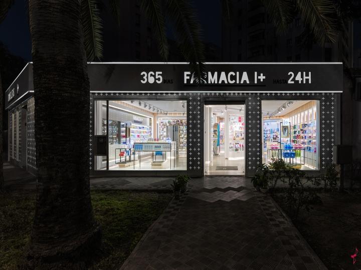 Интерьер аптеки: подсветка в вечернее время