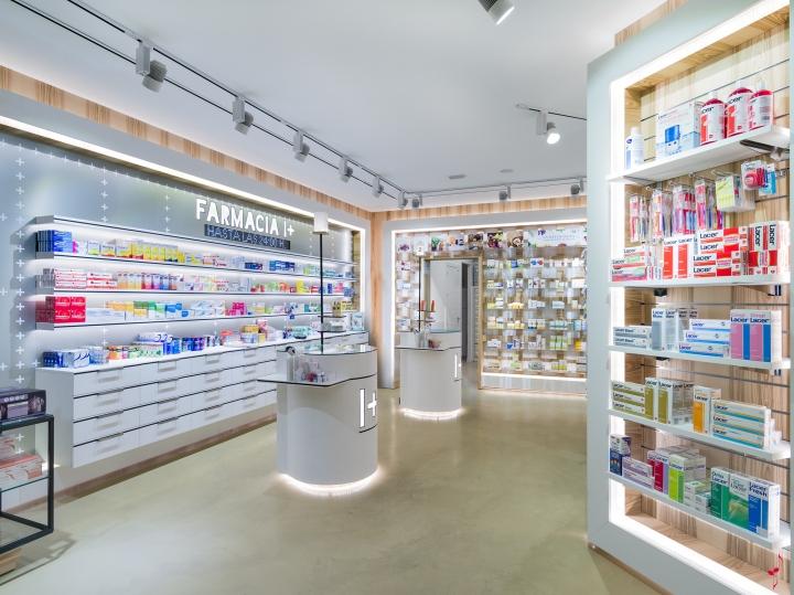 Интерьер аптеки: светодиодное освещение