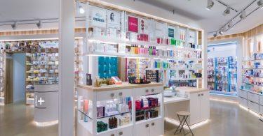 Интерьер аптеки в конкурсе International Store Design Awards