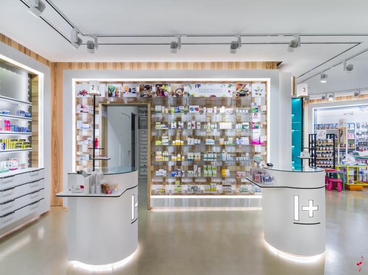 Интерьер аптеки: стойки в дизайне