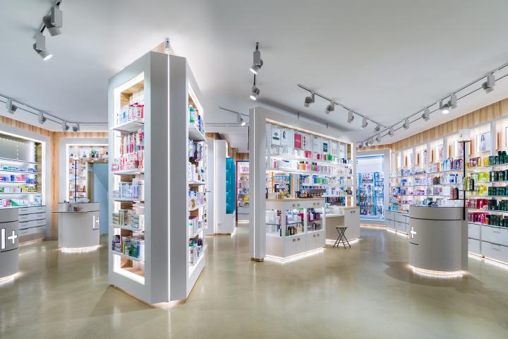 Интерьер аптеки I+Pharmacy