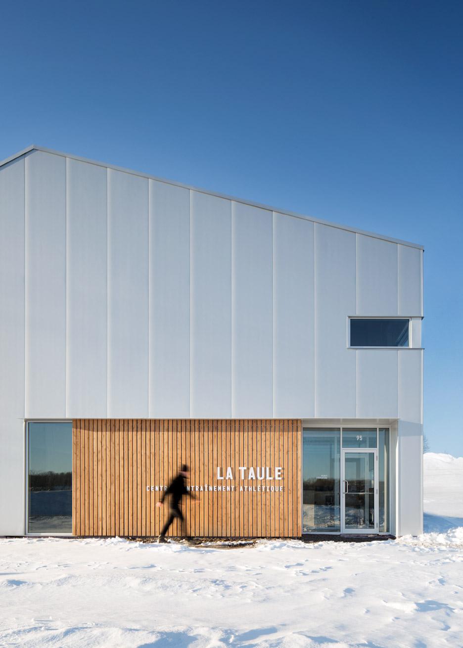 Металлический фасад здания фитнес центра - Фото 1