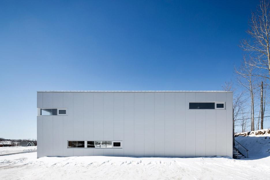 Металлический фасад здания фитнес центра - Фото 3