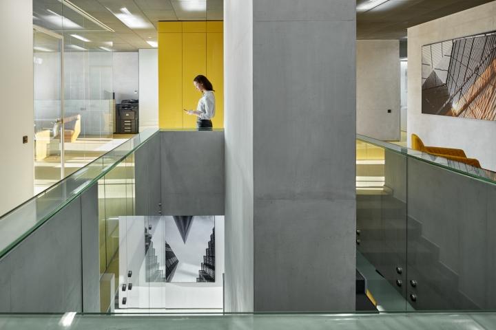Стекло и бетон в дизайне интерьера офиса