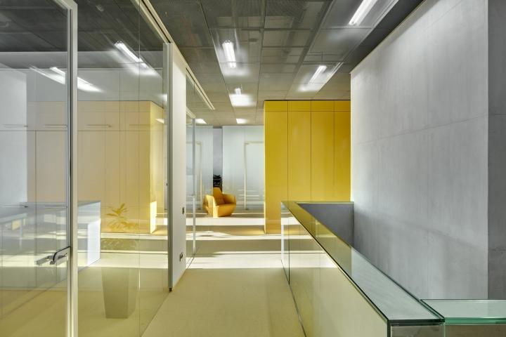 Серый и жёлтый цвета в интерьере офиса