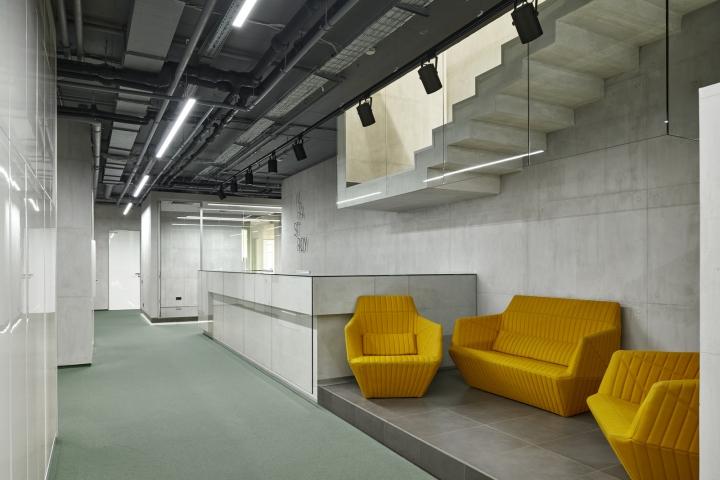 Стильные кресла в интерьере офиса