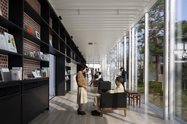 Интерьер клиники: панорамные окна