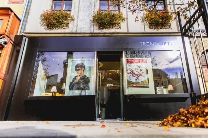 Интерьер магазина оптики: витрина заведения