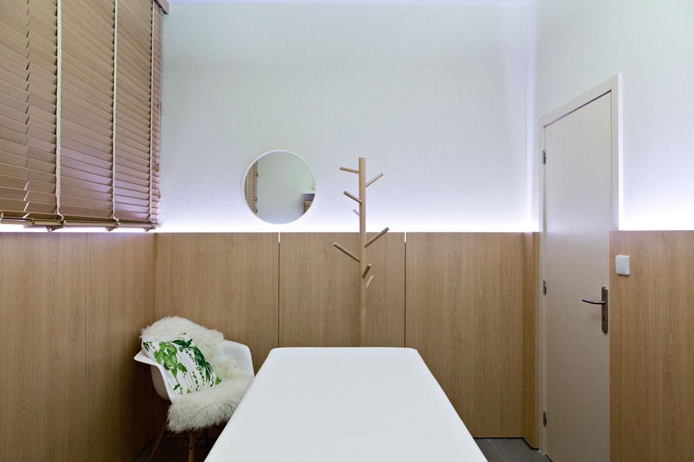 Интерьер маленького салона красоты: комната ожидания