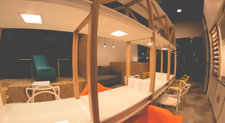 Интерьер маникюрного салона: непринужденное рабочее пространство